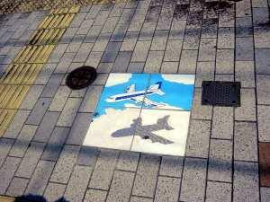 タイルに飛行機の絵