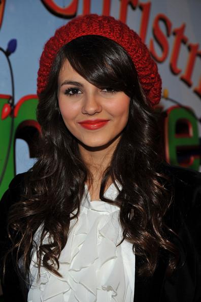 selena gomez hairstyles curly. วันพุธที่ 4 พฤษภาคม พ.ศ. 2554