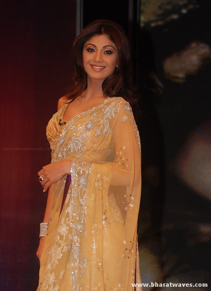 [01indianmasala.blogspot.com+Shilpa+Shetty++Abhishek+on+Bigg+Boss+2+sets_2709008+(4).jpg]