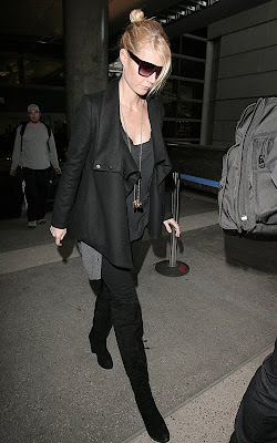Gwyneth Paltrow-Testy at LAX in Airpot