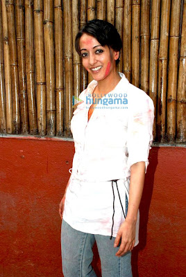 Riya and Raima Sen play Holi at 'Azmi House' pics