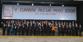 FOTO OFICIAL DE LOS JEFES DE ESTADO Y DE GOBIERNO ASISTENTES A LA V CUMBRE ALC-UE