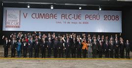 FOTO OFICIAL DE LOS JEFES DE ESTADO Y DE GOBIERNO ASISTENTES A LA V CUMBRE ALC-UE