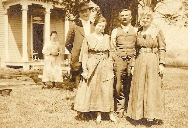 Jim & Bess on left