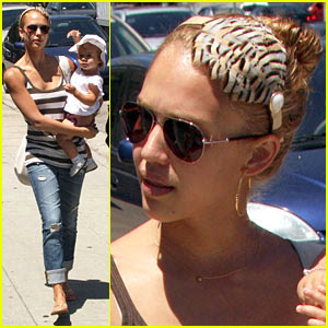 jessica alba wearing stella accessories headband