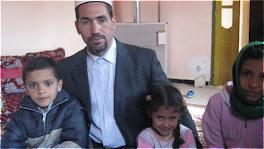 الامام بن عثماني الطيب امام خطيب بفرنسا وله عدة مؤلفات بجانبة محمد اسلام واختيه