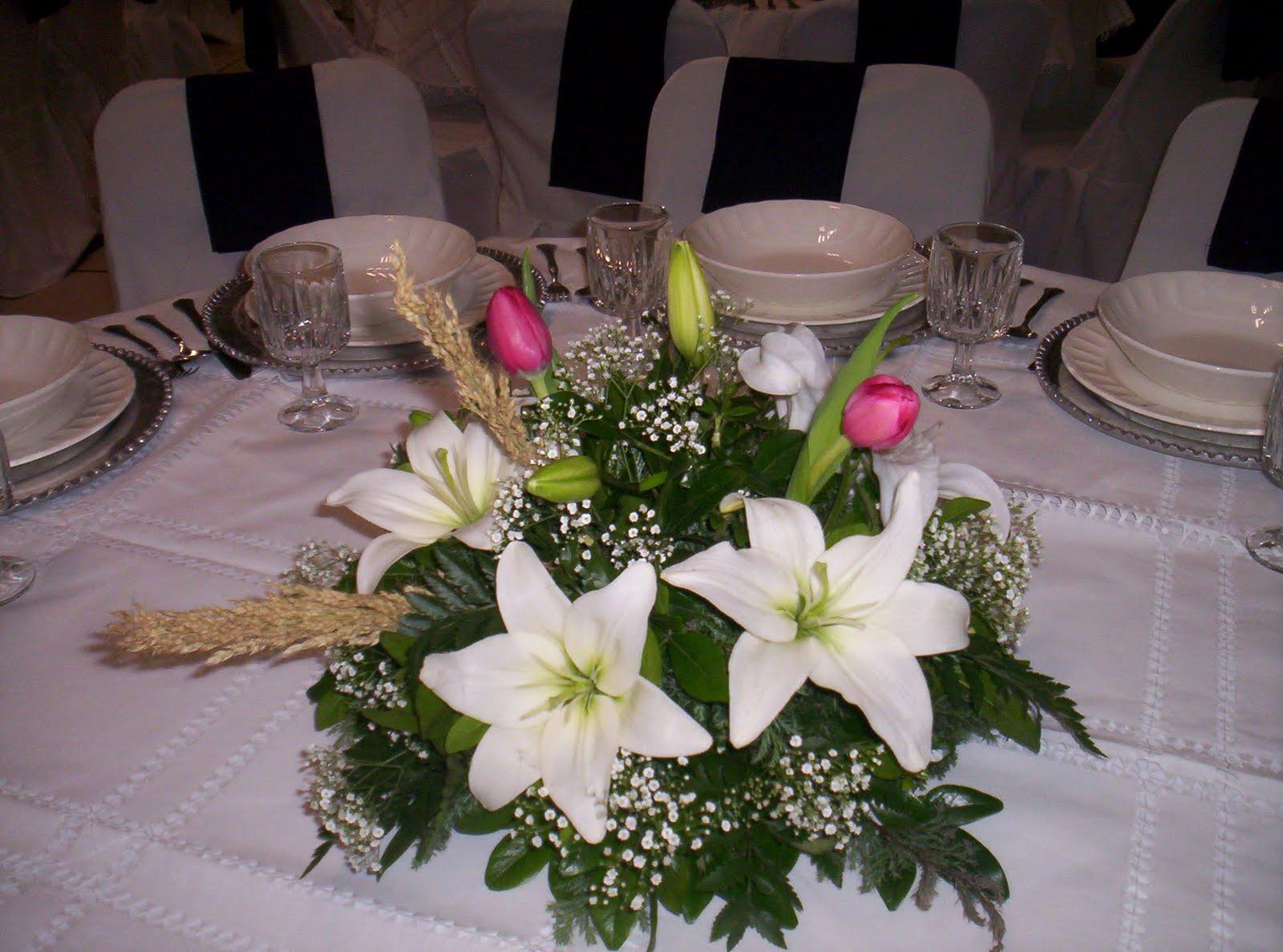 Floreria al natural agosto 2010 for Arreglos de mesa para boda en jardin