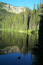 A mirrored Little Therreault Lake