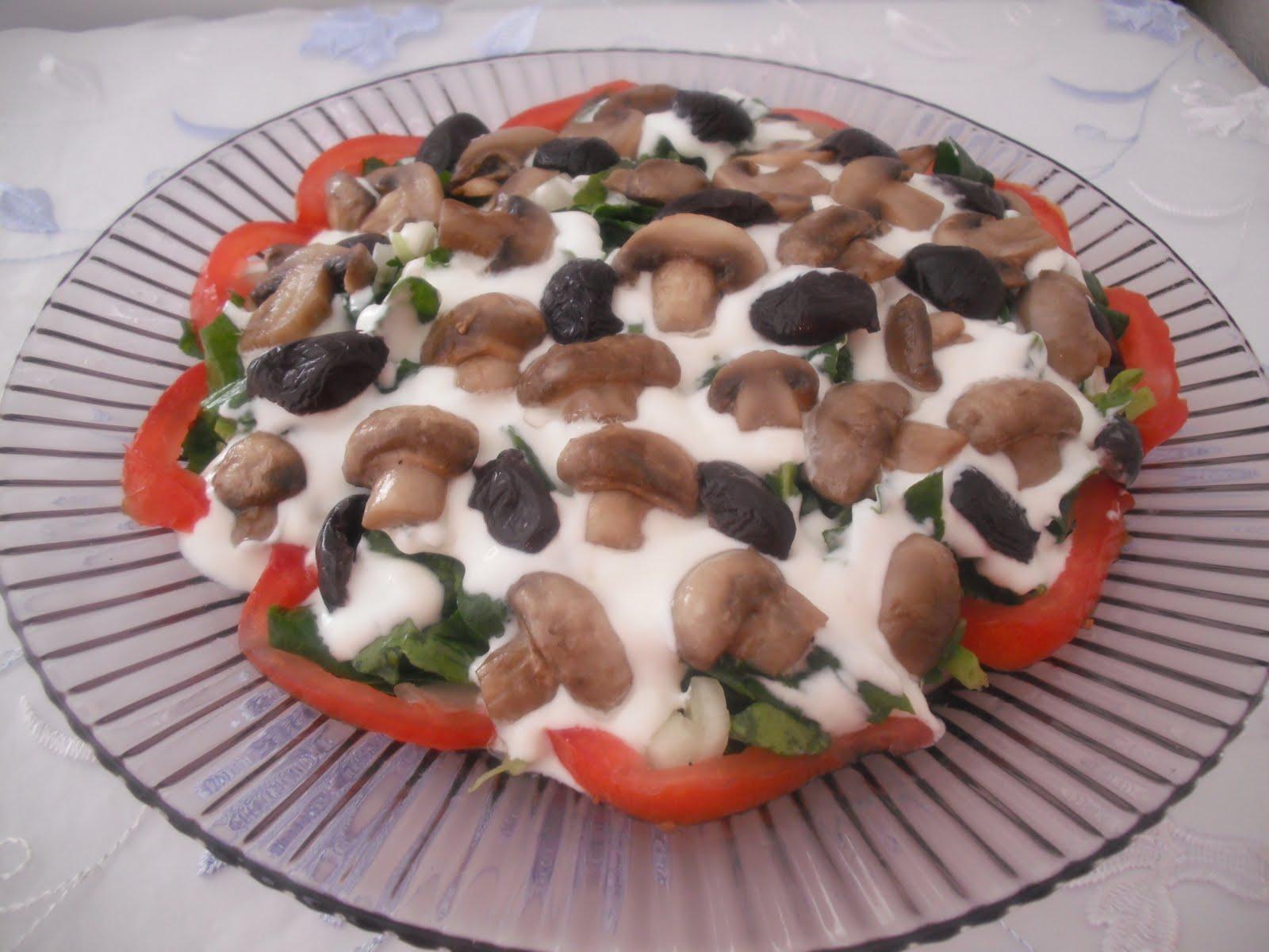 Süzme Yoğurtlu Havuçlu Ispanak Salatası