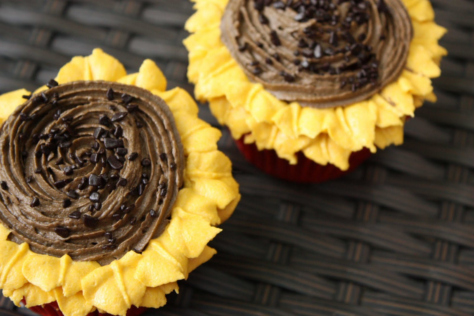 Pin Sunflower Cupcake Tree — Mini Cakes Petit Fours Cake