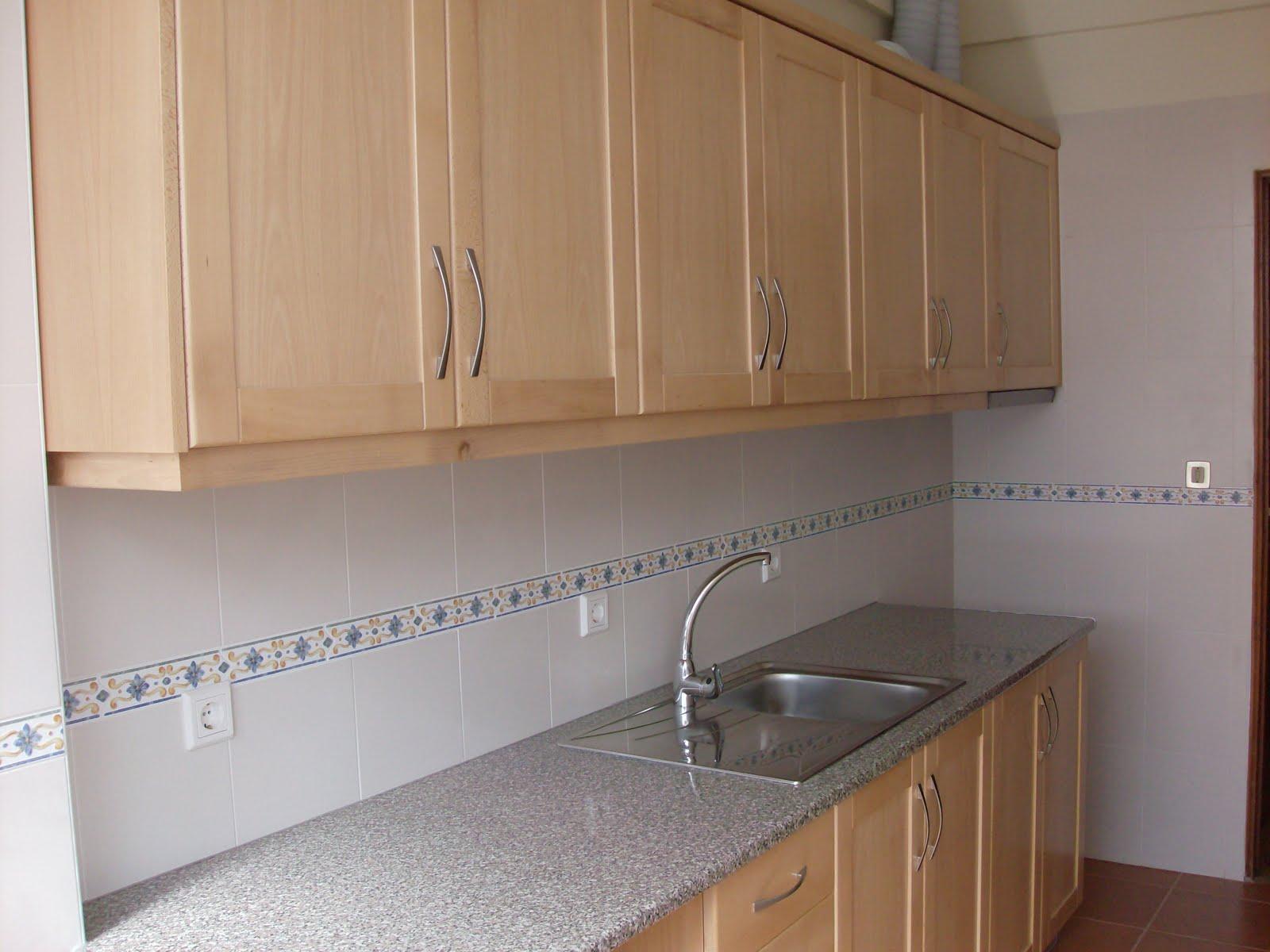 Cozinha em madeira de faía (cor natural). #8C643F 1600x1200