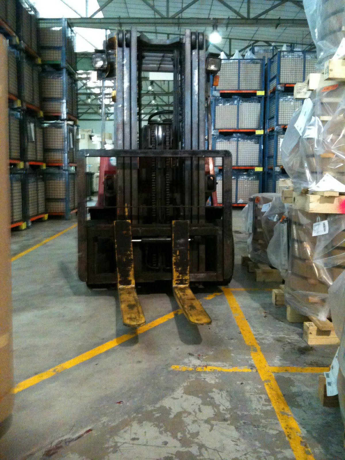 Unsafe Acts In The Workplace http://ehs-singapore.blogspot.com/2010/04/forklift-unsafe-acts-conditions.html