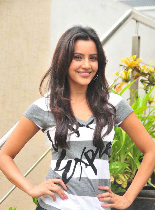 Priya Anand - HD Wallpapers