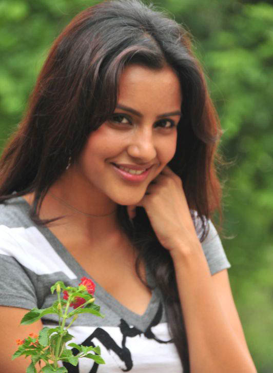 Priya Anand - Photo Set