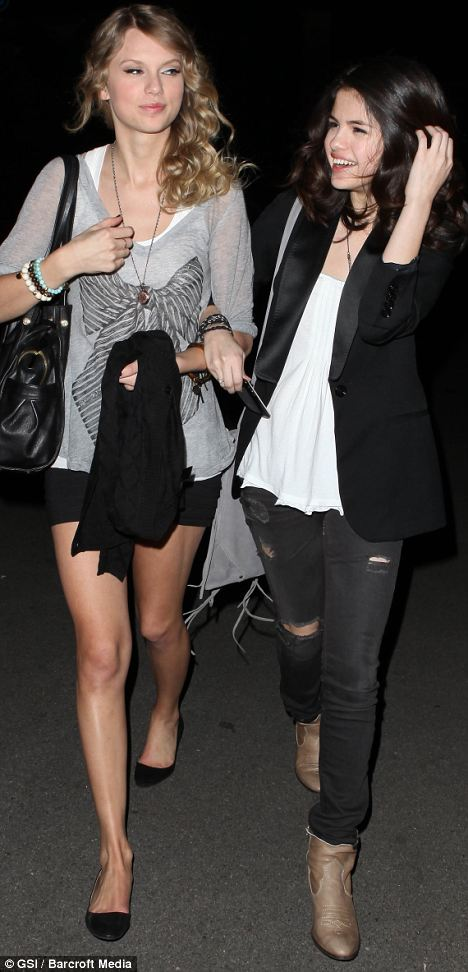 Swift arrived with best friend, actress Selena Gomez
