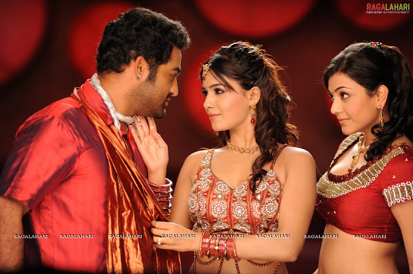 Kajal agarwal and Samantha in Brindavanam movie photos wallpapers
