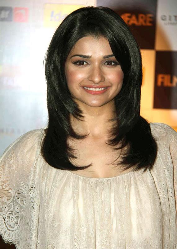 aiswariyasharukhmadhavan at th Filmfare Awards Nominations Gallery cleavage