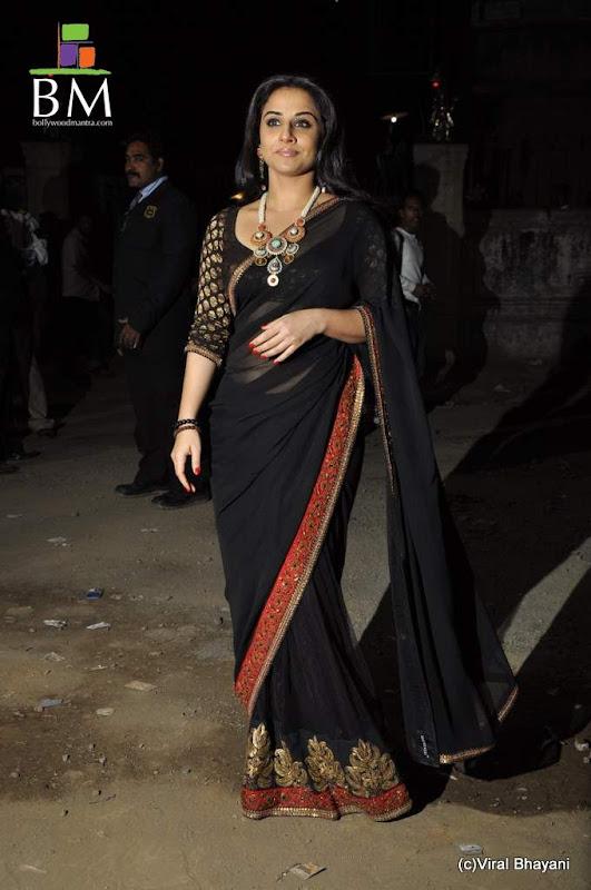 Vidhya balan at th Idea Filmfare Awards photos navel show