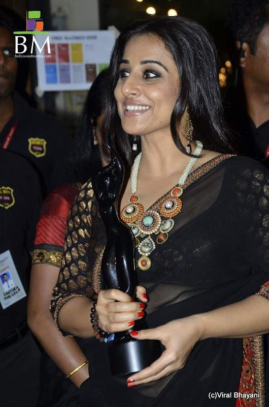 Vidhya balan at th Idea Filmfare Awards photos wallpapers