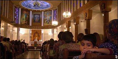 Iraquianos ficam católicos na California. Blog Luzes de esperança