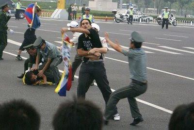 Repressão estudantes junto ao 'Ninho de passaro'. Pesadelo chinês