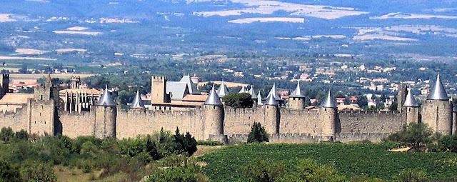 Carcassonne não resistiu ao embate dos cruzados. Heróis medievais