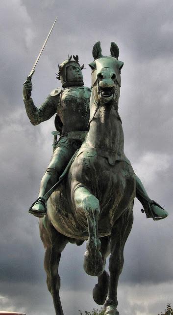 Bertrand du Guesclin, estátua em Dinan