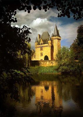 Clerans, Castelos medievais