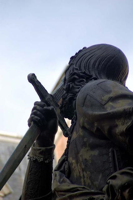Bayard, estátua em Grenoble, detalhe