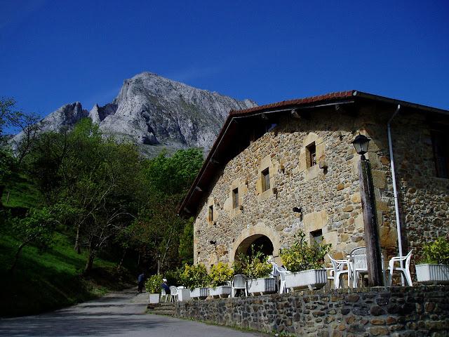 Casa de camponeses, no Parque Natural del Gorbeia, País Vasco, Espanha. Hoje é hotel disputado por turistas.
