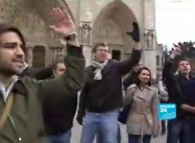 Jovens católicos não querem provocação homossexual, verde e comunista, Notre Dame