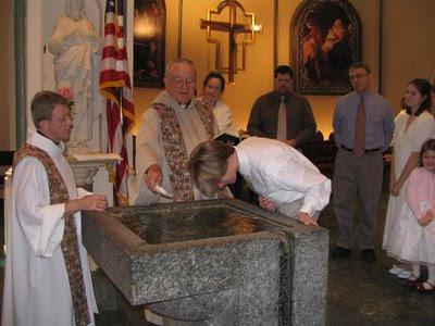 Família de evangélicos recebe batismo no rito tradicional católico, paróquia da Assunção, Morristown, NJ