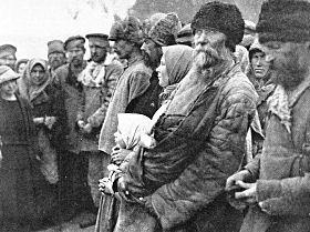 Brutal nacionalização da indústria e primeira grande fome