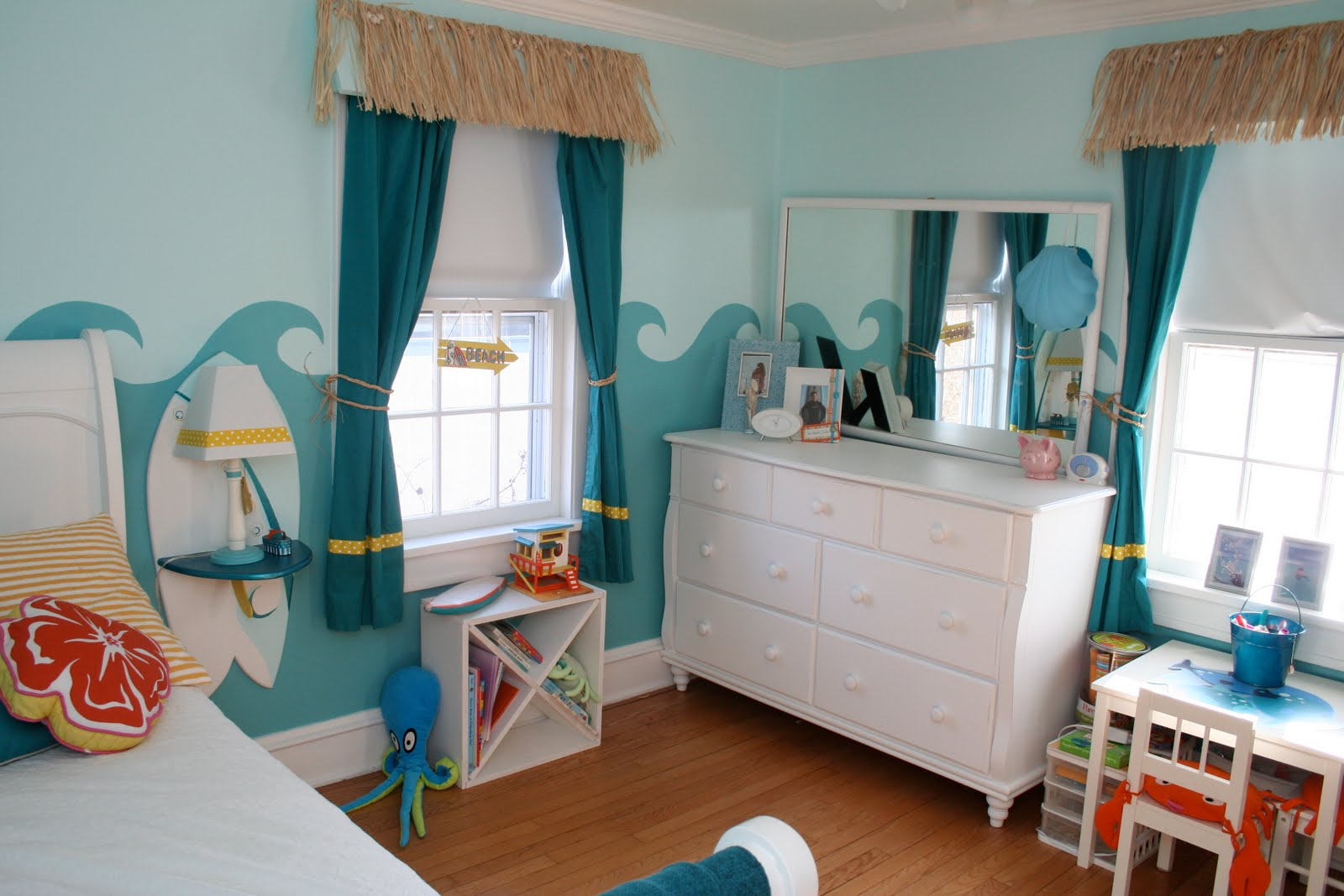 Little girl 39 s surfer room design dazzle for Beach design rooms