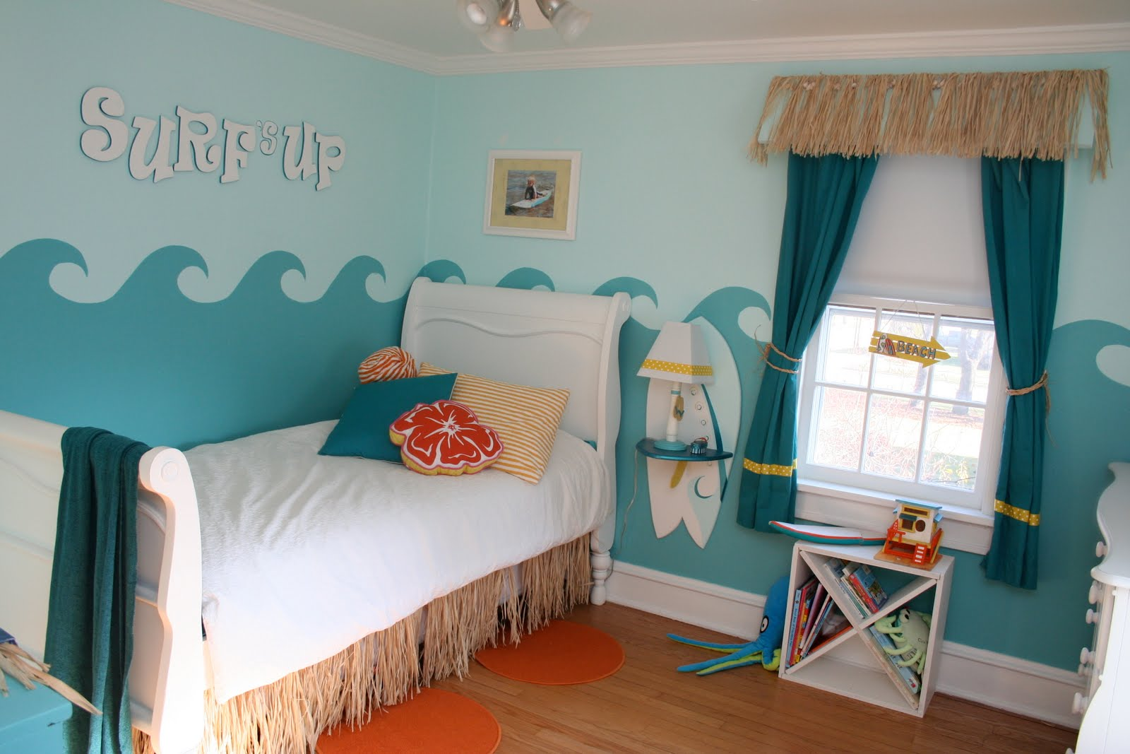 Little girl 39 s surfer room design dazzle for Surf decoration