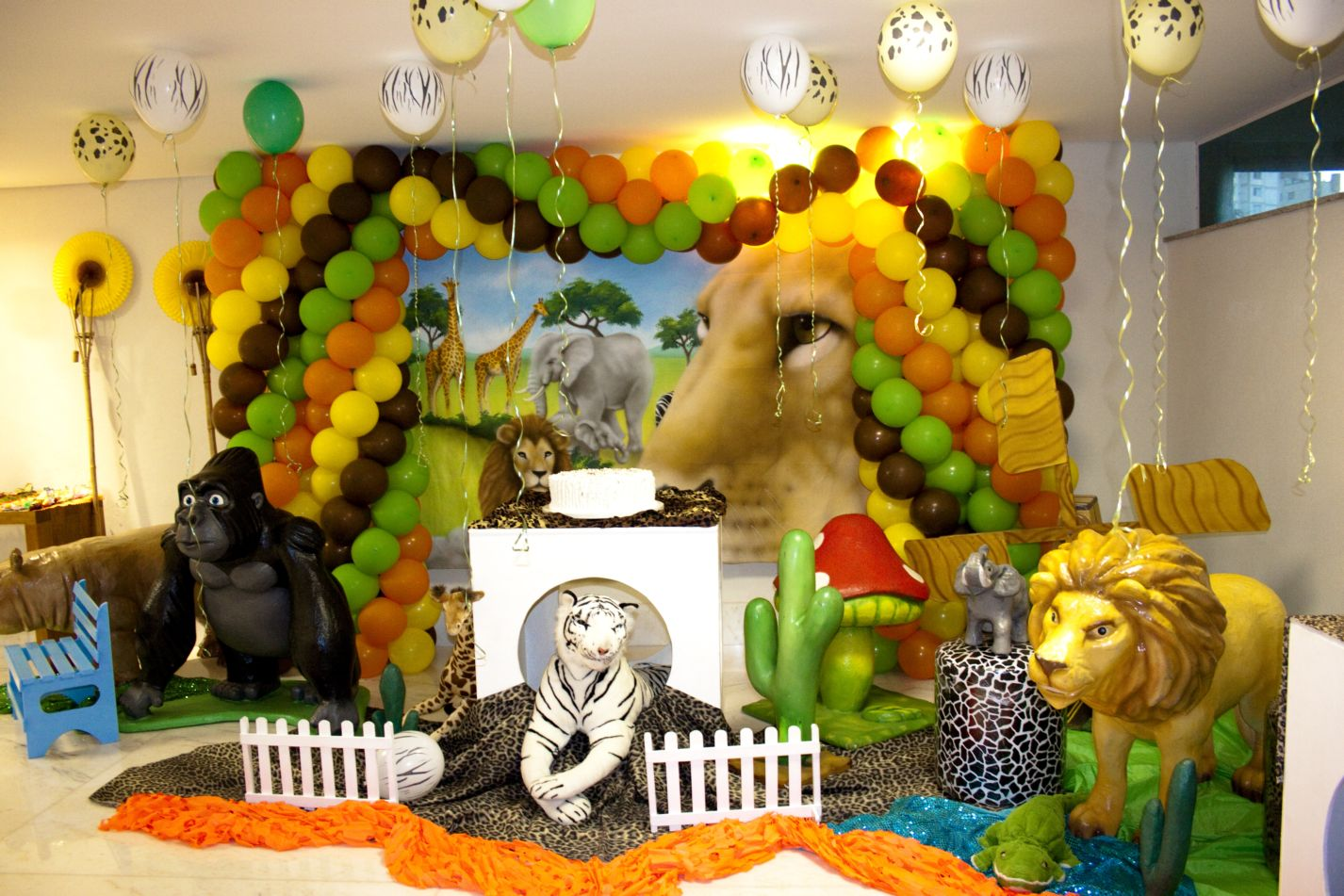 Diary lifestyles kids jungle party ideas for Animal party decoration