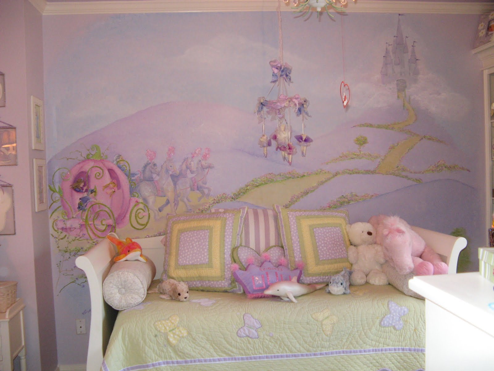 Princess murals design dazzle for Fairy princess bedroom ideas
