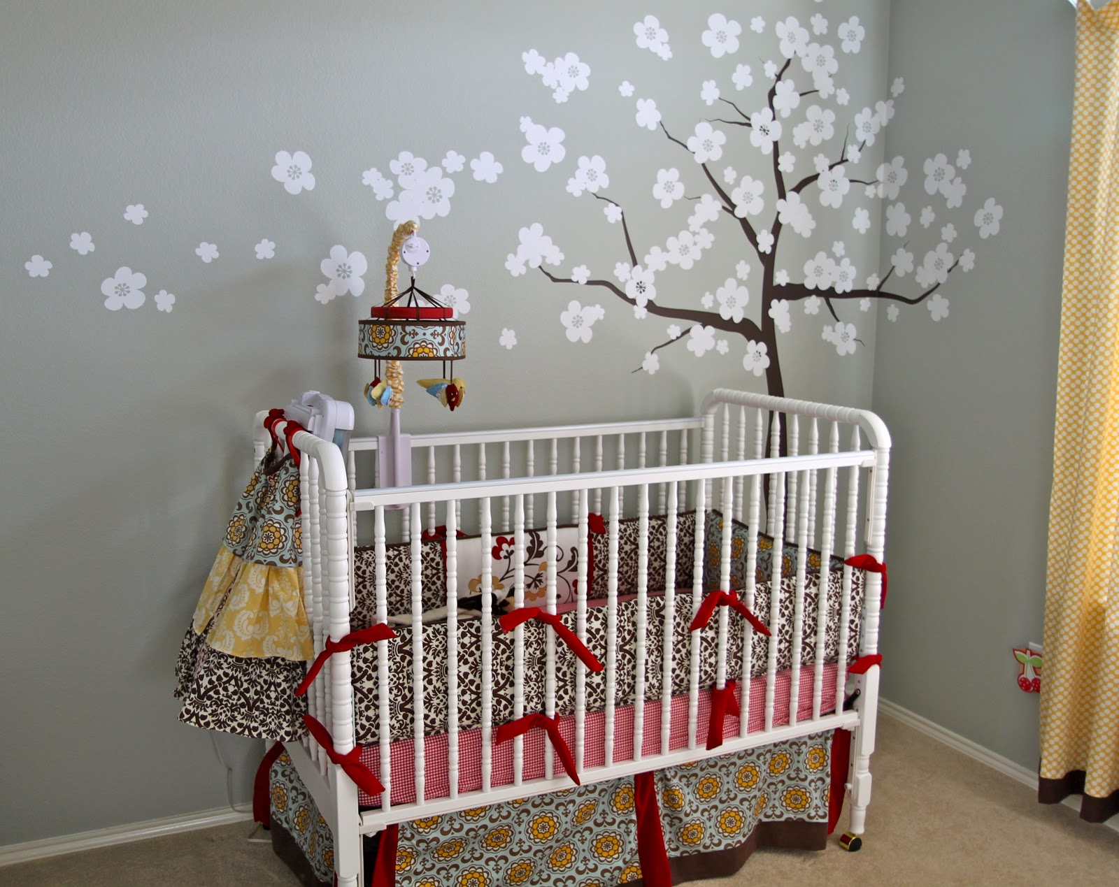 Baby nursery it 39 s quirky and so cute design dazzle for Simple nursery design