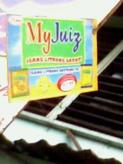 """My Juiz, Isang Litrong Sarap"""" Kuha mula sa isang tindahan"""