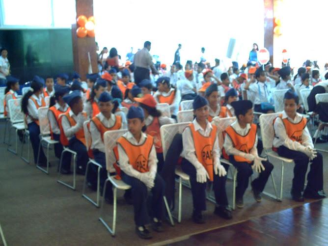patrulleros sentados en el salón Aragua