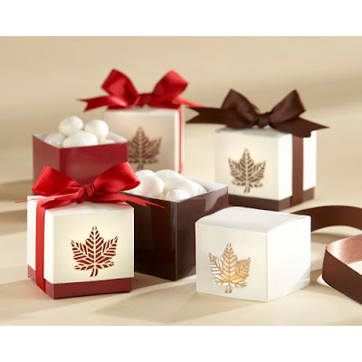 Aren 39t these favor boxes just the cutest Perfect for a Brown and Red themed