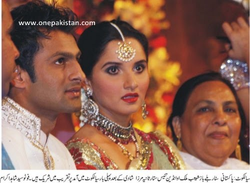 Newly+wed+coupled+Pakistani+cricketer+Shoaib+Malik+and+his+wife+Indian+tennis+star+Sania+Mirza+smile+during+their+weddin 002 Photos of Cricketers Wifes : Cricketers Wives and Girl Friend Pics,Images 