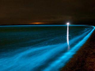 danau-berwarna-biru