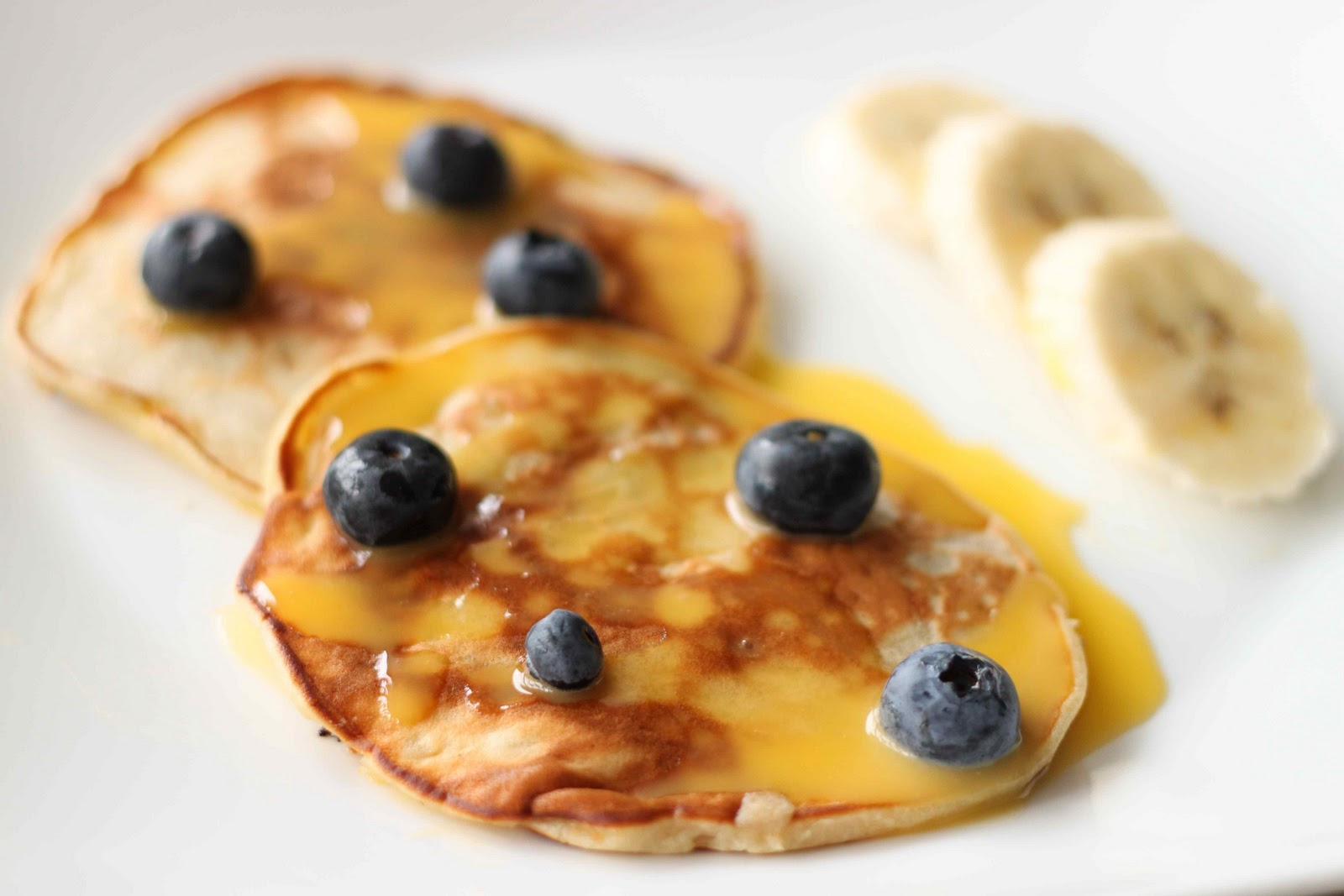 Malaysian Banana Pancakes with Lemon Coconut Curd: Looks SO much ...