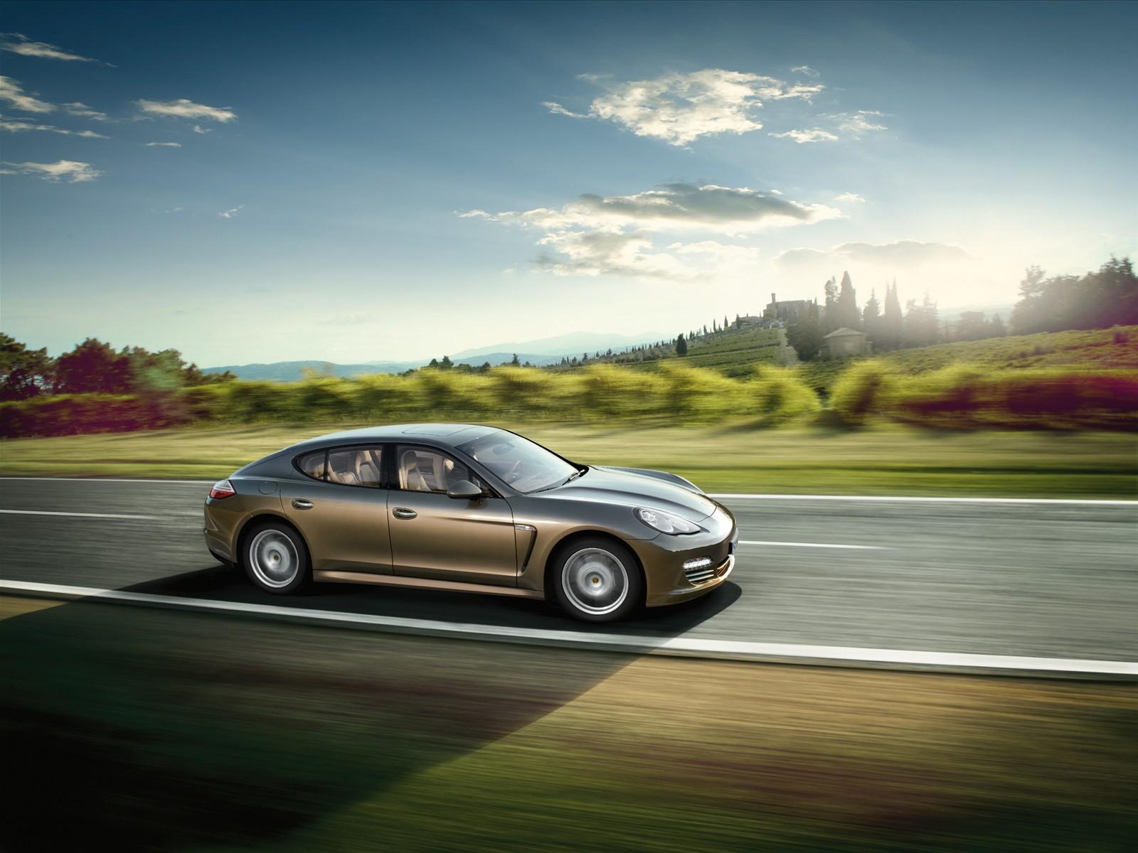 http://3.bp.blogspot.com/_L7TBxp3i-_I/TTbJNRnhHZI/AAAAAAAABKQ/Q1mvIGFg5xQ/s1600/Porsche+Panamera+V6+2011+wallpaper.jpg