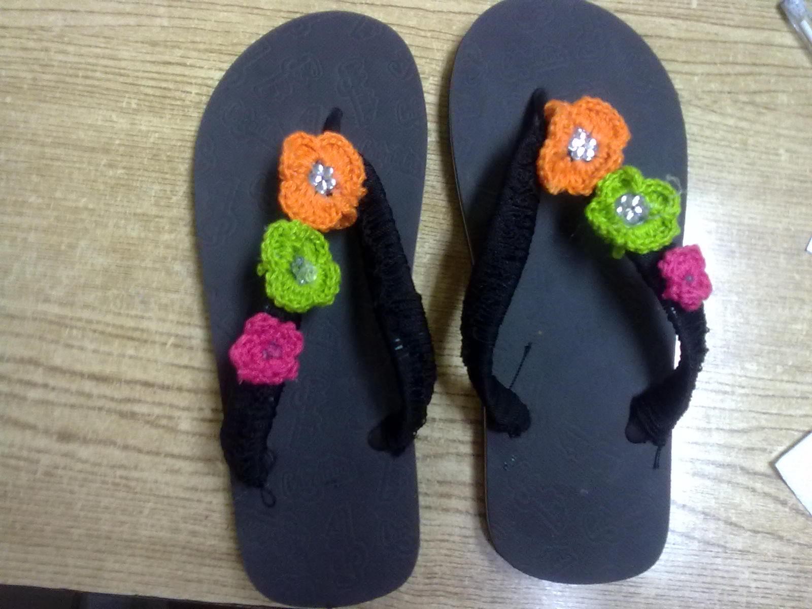 Detalles y retos...: Sandalias decoradas..Y accesorios