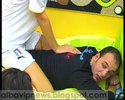 Joni duket qe po vuan shume nga masazhi i Silvanes