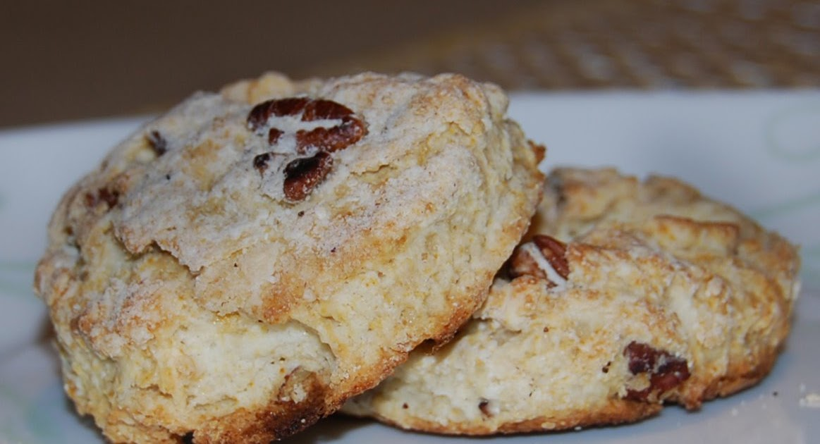 la dolce vita: Pecan Sour Cream Biscuits