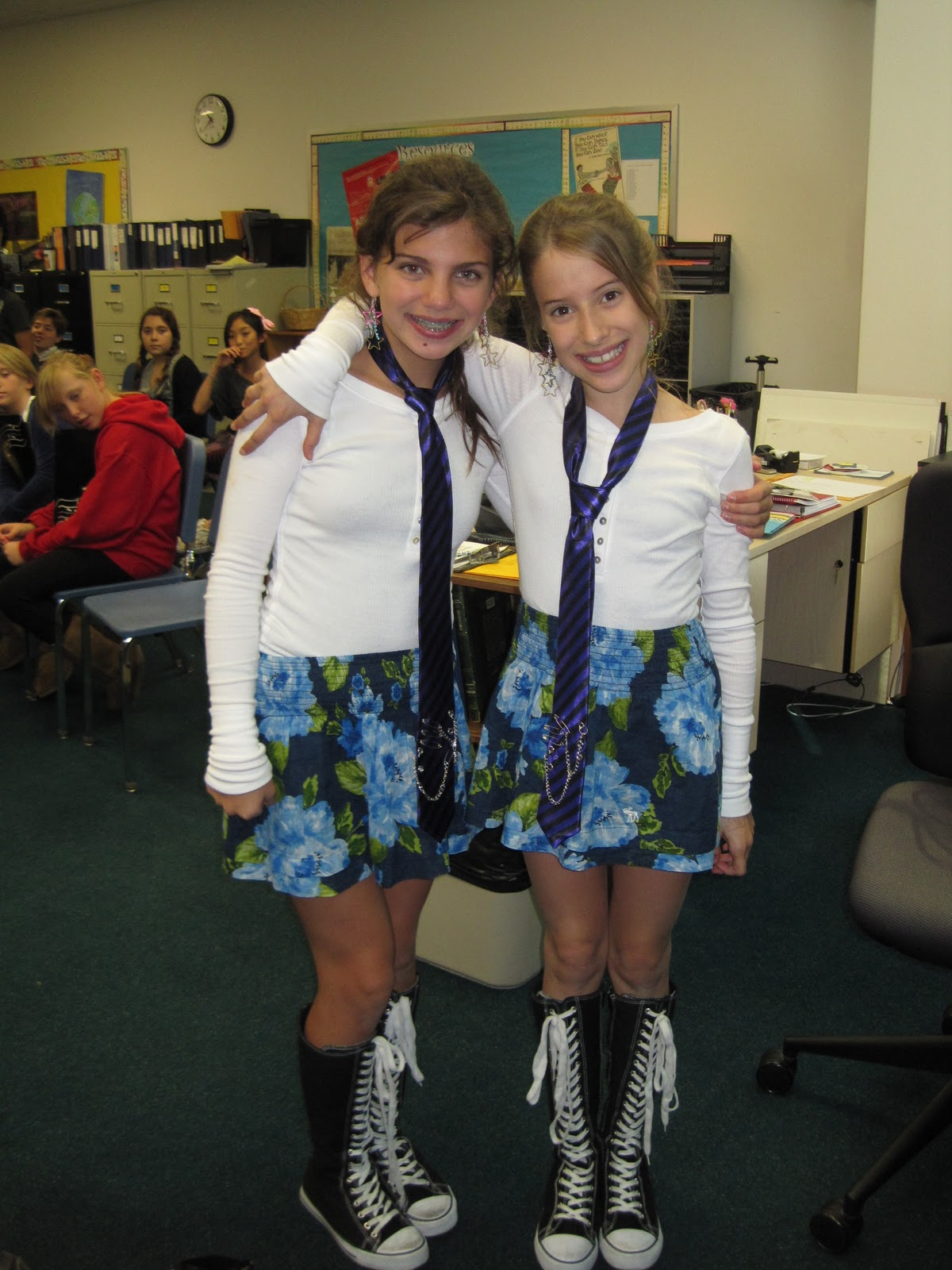 Twin Day Costume Ideas http://allthingsaro.blogspot.com/2010_11_01_archive.html