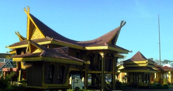 Rumah Adat Lancang Kampar